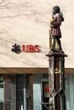 UBS-Querneigung Stockfotos