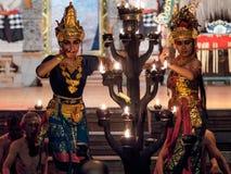 Ubud,印度尼西亚- 2018年3月29日:舞蹈家执行Kecak火恍惚舞蹈 免版税库存图片
