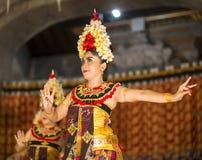 UBUD,巴厘岛,印度尼西亚- 4月, 07 :传统巴厘语舞蹈 库存图片