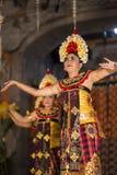 UBUD,巴厘岛,印度尼西亚- 4月, 07 :传统巴厘语舞蹈 库存照片