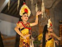 UBUD,巴厘岛,印度尼西亚- 4月, 07 :传统巴厘语舞蹈 免版税图库摄影