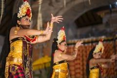 UBUD,巴厘岛,印度尼西亚- 4月, 07 :传统巴厘语舞蹈 免版税库存图片