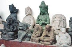 Ubud,巴厘岛- 5月17 :著名石纪念品在Ubud市场上 库存图片