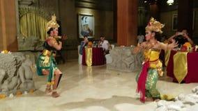 UBUD, BALI, INDONÉSIA - 11 DE MAIO DE 2017: Os dançarinos do Balinese executam o Ramayana vídeos de arquivo