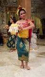 UBUD, BALI, INDONESIA - 11 DE MAYO DE 2017: Los bailarines del Balinese realizan el Ramayana Fotografía de archivo libre de regalías