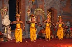 UBUD BALI, INDONESIEN - Augusti, 07: Legong traditionell Balinese Royaltyfria Bilder