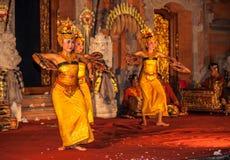 UBUD BALI, INDONESIEN - Augusti, 07: Legong traditionell dans Royaltyfria Foton