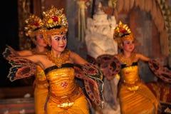 UBUD BALI, INDONESIEN - Augusti, 07: Traditionell balinesedans Arkivbild