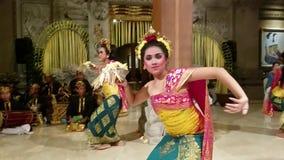 UBUD, BALI INDONEZJA, MAJ, - 11, 2017: Balijczyków tancerze wykonują Ramayana zbiory