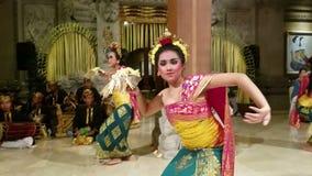 UBUD, BALI INDONEZJA, MAJ, - 11, 2017: Balijczyków tancerze wykonują Ramayana zdjęcie wideo