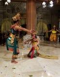 UBUD, BALI INDONEZJA, MAJ, - 11, 2017: Balijczyków tancerze wykonują Ramayana Zdjęcia Stock