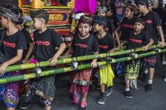 UBUD, BALI - 8. MÄRZ: Nicht identifizierte Leute während der Feier Lizenzfreie Stockfotografie