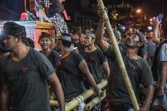 UBUD, BALI - 8. MÄRZ: Nicht identifizierte Leute während der Feier Stockfotos