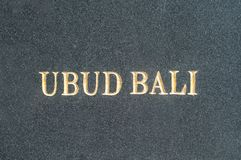Ubud-Bali-Text auf schwarzer Marmorplatte stockfoto