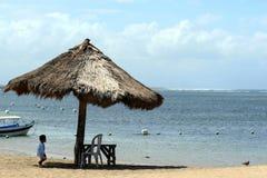 2010 08 06, Ubud, Bali Vista sul mare con la spiaggia e giallo sabbia Immagine Stock
