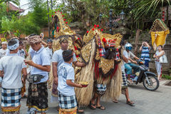 UBUD, INDONESIË - AUGUSTUS 29, 2008: Schoolkinderen het deelnemen I Stock Foto's