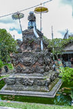 UBUD, INDONESIA - 29 DE AGOSTO DE 2008: Estatua hindú moderna Foto de archivo