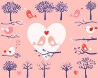Uccelli, alberi e rami di giorno di S. Valentino Immagine Stock