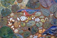 Uccelli e foglie decorativi della tessera Immagini Stock