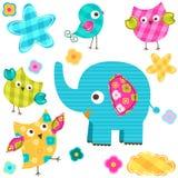 Uccelli ed elefante felici Fotografie Stock