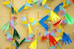 Uccelli variopinti di carta Fotografie Stock