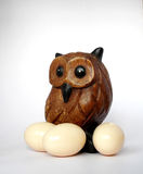 Uccello con l'uovo immagine stock