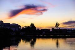 Uccello della nuvola del whith di tramonto Immagini Stock