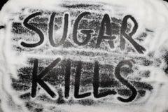 Uccisioni dello zucchero di parole scritte in e con i grani dello zucchero, salute dello zucchero Fotografia Stock Libera da Diritti