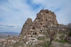 Uchisar-Schloss in Himmel Cappadocia die Türkei, Blaues und bewölktem lizenzfreie stockfotos