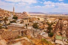 Uchisar wioska wśród skalistych dolin w Cappadocia terenie Fotografia Royalty Free