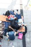 Uchodźcy i wędrownicy splatali przy Keleti Trainstation w pączku Fotografia Stock