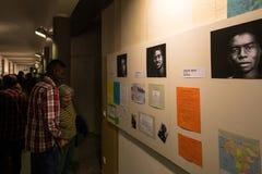 Uchodźcy mówją ich opowieści w powystawowym Angekommen Obraz Royalty Free