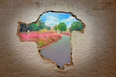 Ucieczka od opresji ściany droga wolność obraz stock