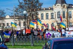 Ucrânia, Dnepropetrovsk, o 24 de abril de 2015, protestadores armênios março Imagem de Stock
