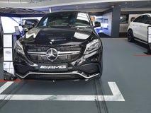 Ucrânia Kiev Benz de Mersedes do carro do estilo da apresentação do farol do 21 de janeiro de 2018, na sala de exposições Fotografia de Stock Royalty Free