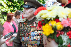 UCRÂNIA, KIEV, o 9 de maio de 2016, Victory Day, o 9 de maio Monumento a um soldado desconhecido: Os veteranos da segunda guerra  Imagens de Stock Royalty Free