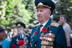 UCRÂNIA, KIEV, o 9 de maio de 2016, Victory Day, o 9 de maio Monumento a um soldado desconhecido: Os veteranos da segunda guerra  Foto de Stock Royalty Free