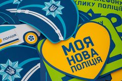 Ucrania - 14 de abril de 2018 Nueva policía de Ucrania Carteles para la ji imagen de archivo libre de regalías