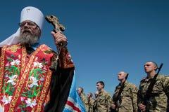 Ucrania, Kiev 8 de mayo de 2015: Los reclutas de las fuerzas armadas de arma de Ucrania participan una ceremonia del juramento Imagenes de archivo