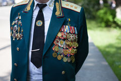UCRANIA, KIEV, el 9 de mayo de 2016, Victory Day, el 9 de mayo Monumento a un soldado desconocido: Los veteranos de la Segunda Gu Fotos de archivo libres de regalías
