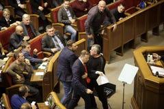 11 26 Ucrania 2018 kiev Verkhovna Rada de Ucrania Votación por la ley sobre ley marcial en Ucrania Diputados del ucraniano fotos de archivo