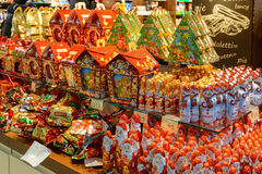 Ucrania, Lviv - diciembre, 15, 2016: Confitería de la tienda de la compañía Imágenes de archivo libres de regalías