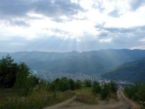 Ucraniano Carpathians antes da chuva torrencial Foto de Stock