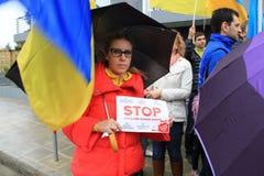 Ucranini nella solidarietà di manifestazione del Cipro Immagine Stock