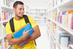 Uczeń pokazuje wskazujący marketingowego reklamy ogłoszenie biblioteczni uczenie copyspace kopii przestrzeni młodego człowieka lu obraz royalty free