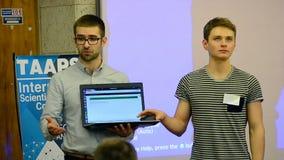 Uczeń teraźniejszość rozwiązanie podczas dane nauki Hackathon, Kijów, Ukraina, zbiory