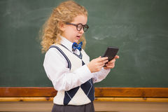 Uczeń używa kalkulatora Zdjęcia Royalty Free