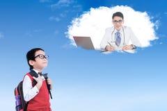 Uczeń z lekarką na chmurze Obraz Royalty Free