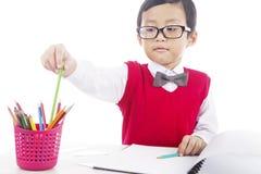 Uczeń z ołówkowymi kredkami Obrazy Stock