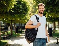 Uczeń z plecakiem outside zdjęcia royalty free